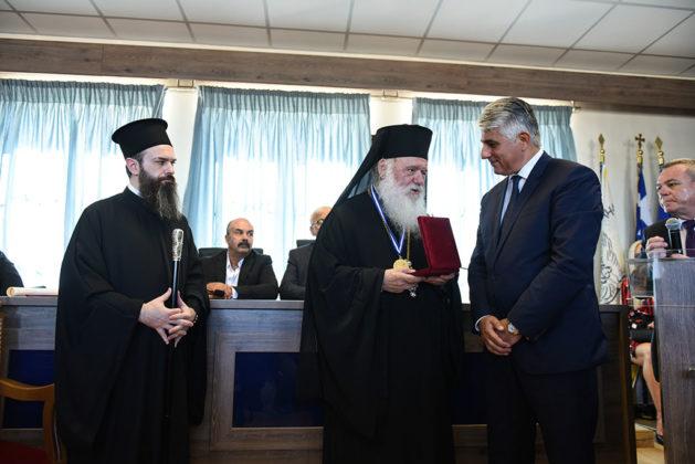 Ναυαρίνεια - Ο Αρχιεπίσκοπος Ελλάδος Μακαριώτατος Ιερώνυμος και ο Δήμαρχος Πύλου Νέστορος Δ. Καφαντάρης